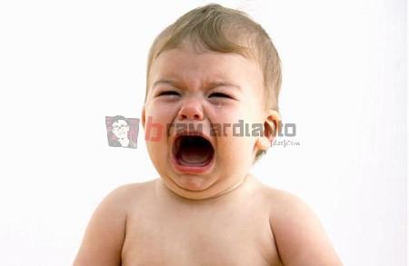 bayi menangis, menenangkan bayi menangis