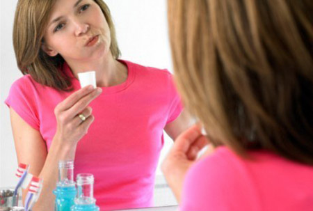 bau mulut, nafas tak sedap, halitosis, mengatasi bau mulut, mencegah bau mulut, mengusir bau mulut