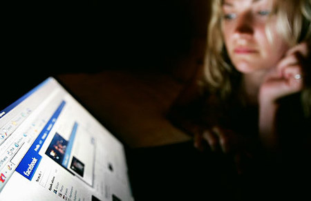 selingkuh, berselingkuh, selingkuh lewat facebook, pasangan selingkuh, pacar selingkuh, facebook