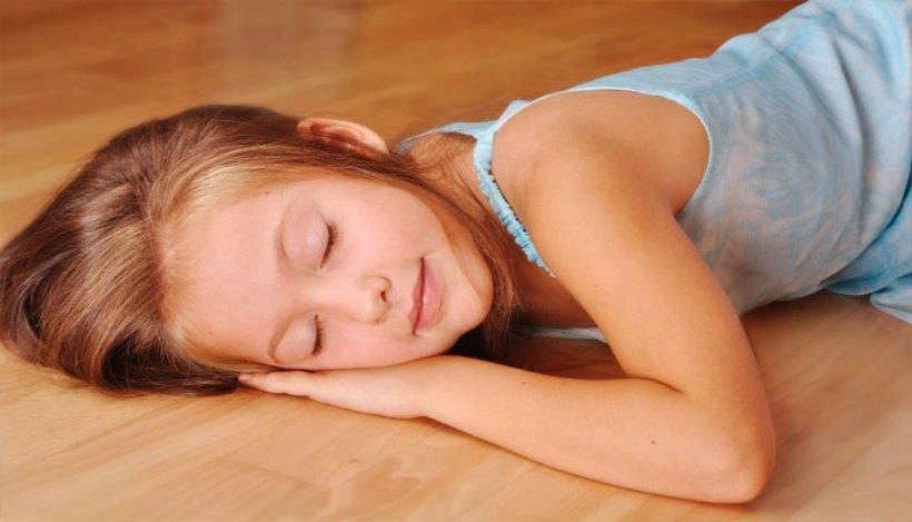 tidur di lantai, manfaat tidur diatas lantai, manfaat tidur di tikar, efek tidur di lantai, dampak tidur di lantai